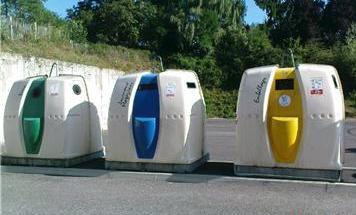 Traitement des déchets, image de containers
